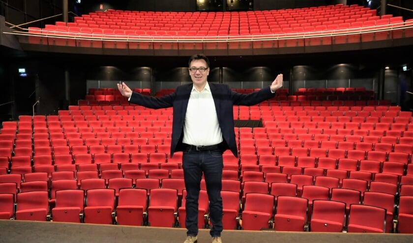 <p>Hilko Folkeringa staat weer voor een lege theaterzaal. Foto: Archief/Fred Roland</p>