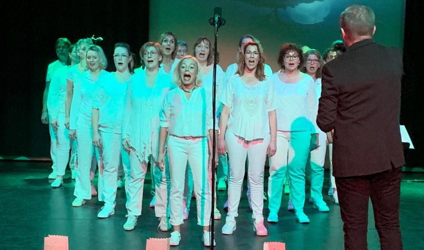 De Klif Eastwood Singers on stage.