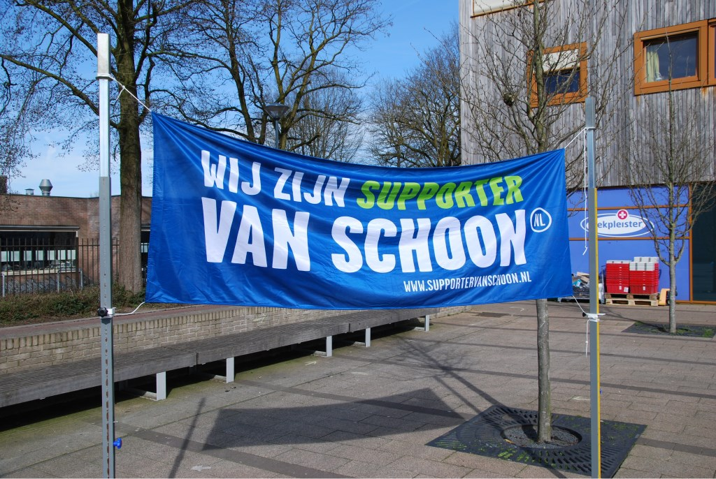 De banner van Nederland Schoon  Foto: Hans Preusterink © DPG Media