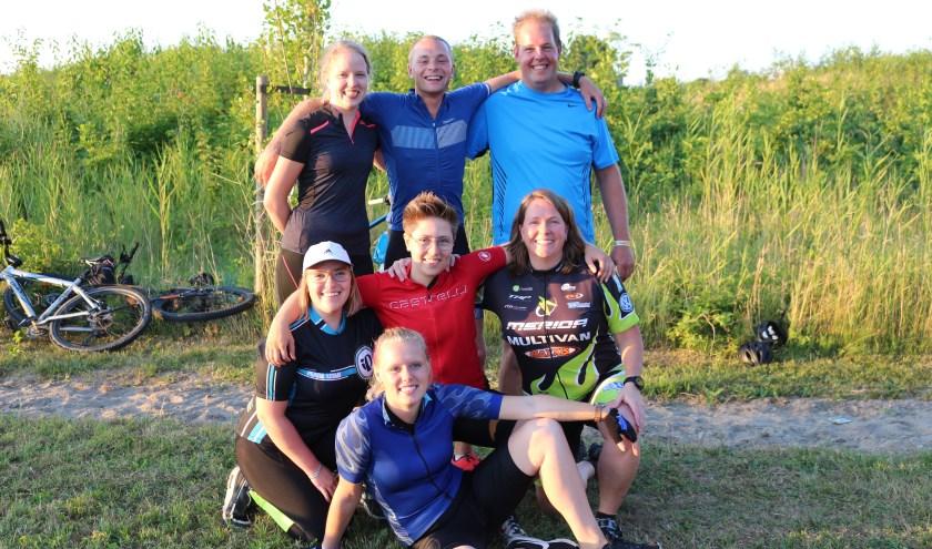 Team Hut&Co gaat op 6 juni de Alpe d'Huzes fietsen. ''Wij zijn geen artsen, maar wij kunnen wel fietsen en geld inzamelen.'' (Eigen foto)