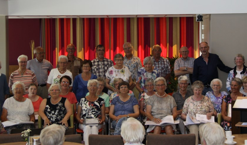 Het gezellige Seniorenkoor is dringend op zoek naar een nieuwe pianist die het leuk vindt om het koor te begeleiden. (Foto: Peter den Hartog)