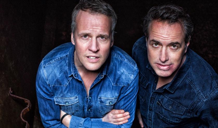 De cabaretvoorstelling van Veldhuis en Kemper kan in het Isala niet doorgaan in mei, maar de heren zijn wel met een eerdere show op tv te zien.