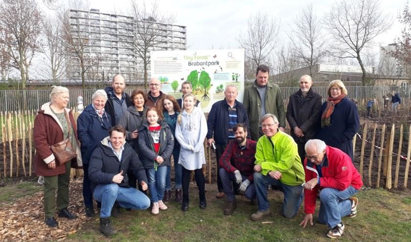 Het 1e Tiny Forest van Breda ligt in het Brabantpark, in de groenstrook tussen de Leystroom en de velden van voetbalclub PCP aan de Lage Kant.