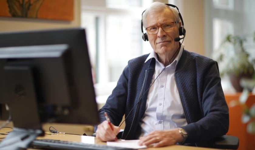 De Luisterlijn is dag en nacht bereikbaar voor een anoniem gesprek. Bel naar 0900-0767 of chat of mail via www.deluisterlijn.nl.
