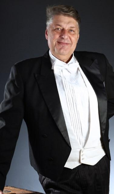 Organisator Ronald Willemsen treedt tijdens het concert in de Meerburgkerk op als bariton. Hij vertolkt een deel uit de Passion in de uitvoering van componist Hilarion van Volokolamsk, de Aartsbisschop van Moskou.