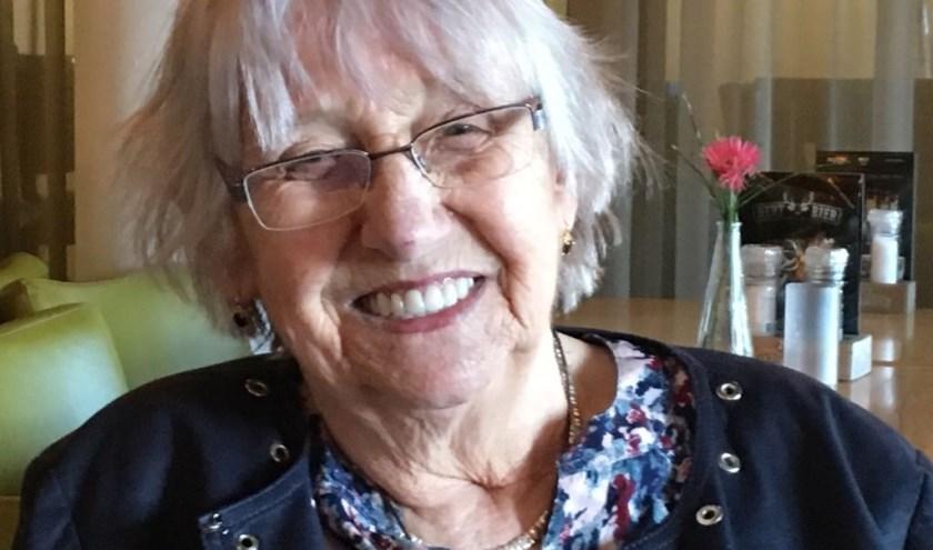Betty de Wit is blij en dankbaar dat een flink aantal van haar verhalen nu in boekdruk zijn verschenen. Eigen foto.