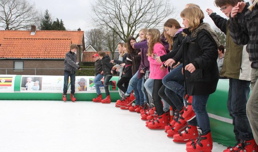 Voor de derde keer gaan leerlingen van De Bron schaatsen voor het goede doel. (Foto: Albert van Frankenhuyzen)