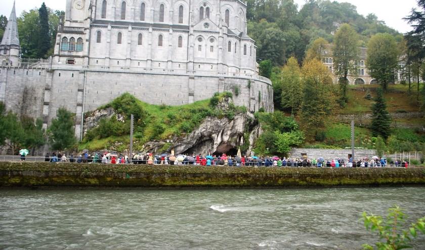 Lourdes, voor veel gelovigen die er geweest zijn, een plek om nooit te vergeten.