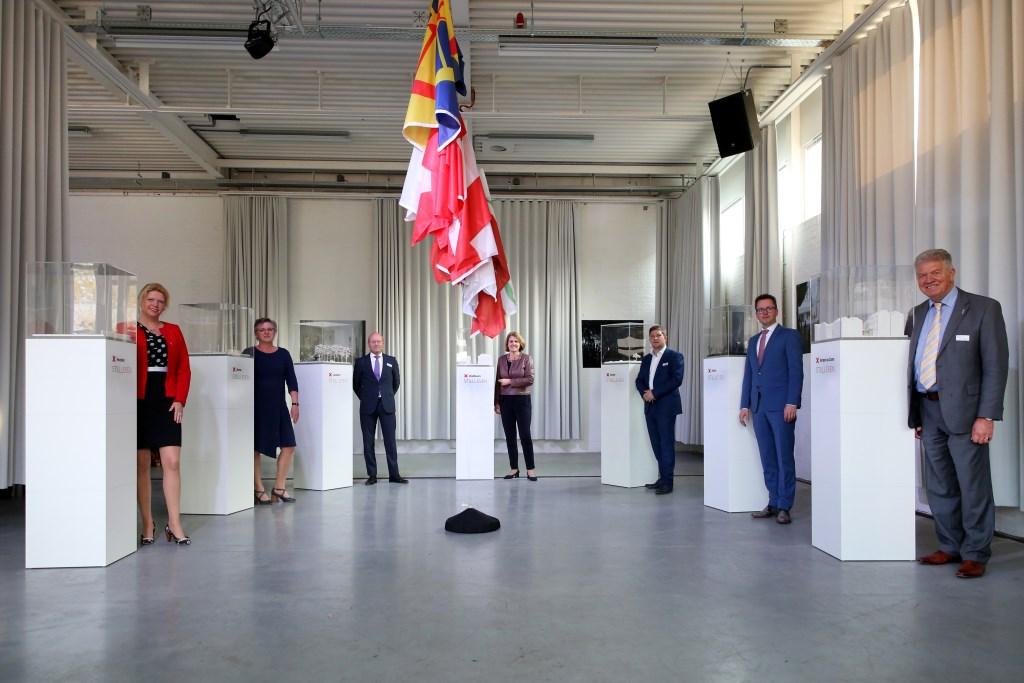 Zeven Brabantse burgemeesters en wethouders onthulden de maquettes die een scène weergeven uit een verhaal dat zich in hun eigen gemeente afspeelde tijdens de Tweede Wereldoorlog. FOTO: PHOTODETTE.NL Foto: photodette.nl © DPG Media