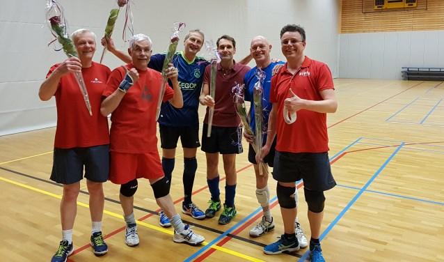 Volleybalteam Vives Heren 2 (HR2) is voor de tweede keer recreatie kampioen poule B district Utrecht geworden.   © DPG Media