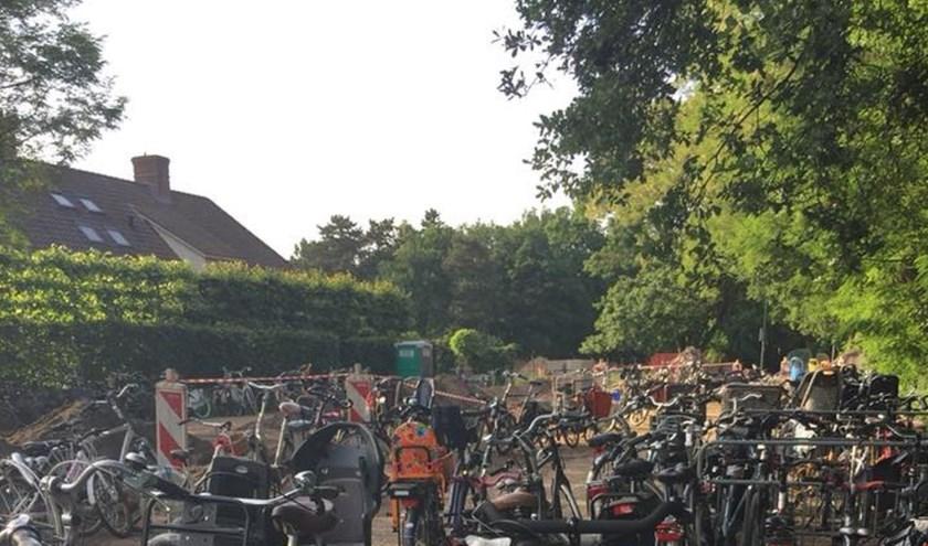 Op de eerste avond van 2018, kwamen de bijna 500 deelnemers, vrijwel allemaal op de fiets naar de startlocatie.
