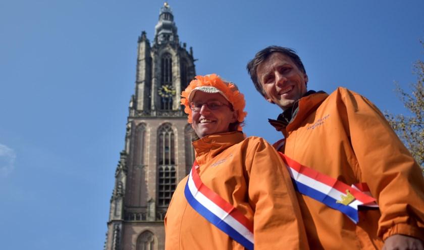 Inge Vos en Harald Ket van Amersfoortse Gidsen begeleiden 26 en 28 april een 'koninklijke' wandeling waaraan je gratis mee kan doen.