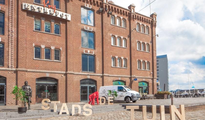 Eén van de mooiste oude pakhuizen van Rotterdam krijgt gedeeltelijk een nieuwe invulling. (Foto: Maurits Veldhuijzen van Zanten)