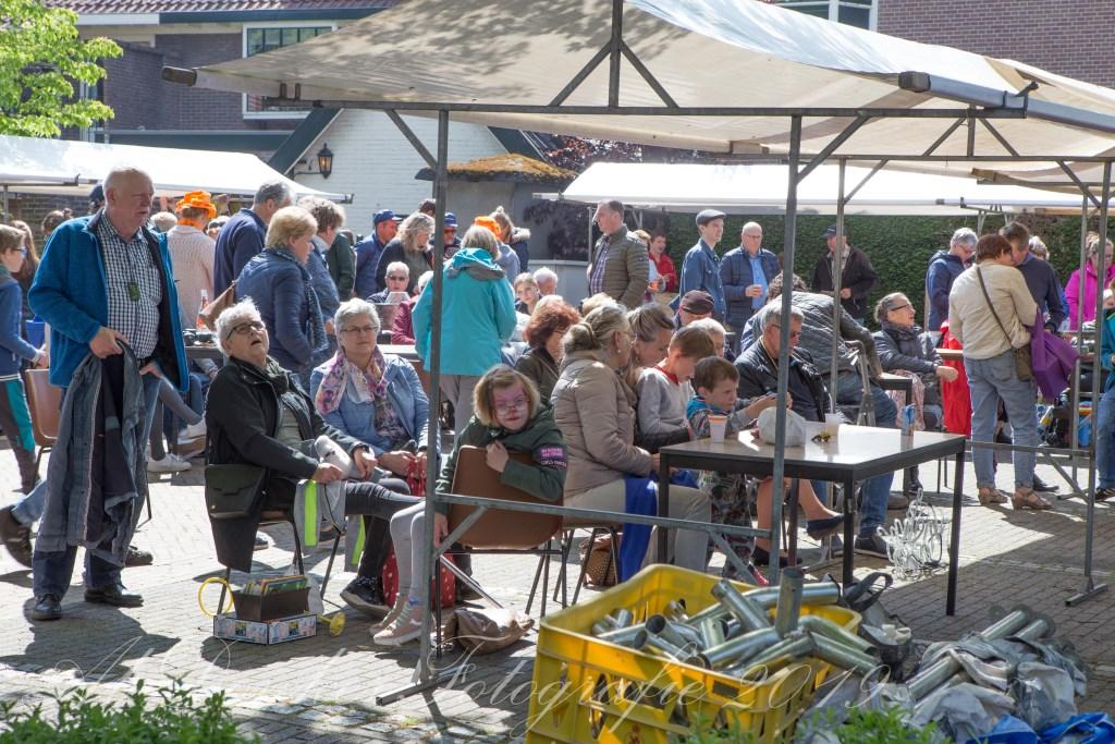 Drukke stiefbeenmarkt in Tricht  Foto: Ab Donker © DPG Media