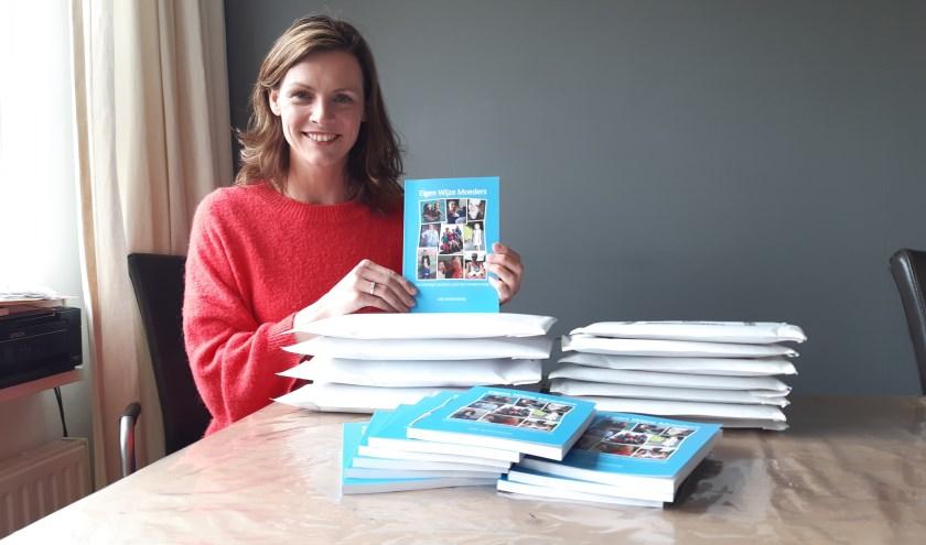 Joke is erg blij met haar boek en kon gelijk een groot aantal versturen, nadat ze waren afgeleverd.