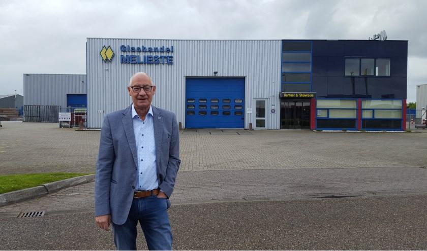 Jan Pilaar voor de mooiste showroom met glasproducten van Nederland. Er werken nu 16 mensen. De naam op de gevel wordt Melieste Glas.