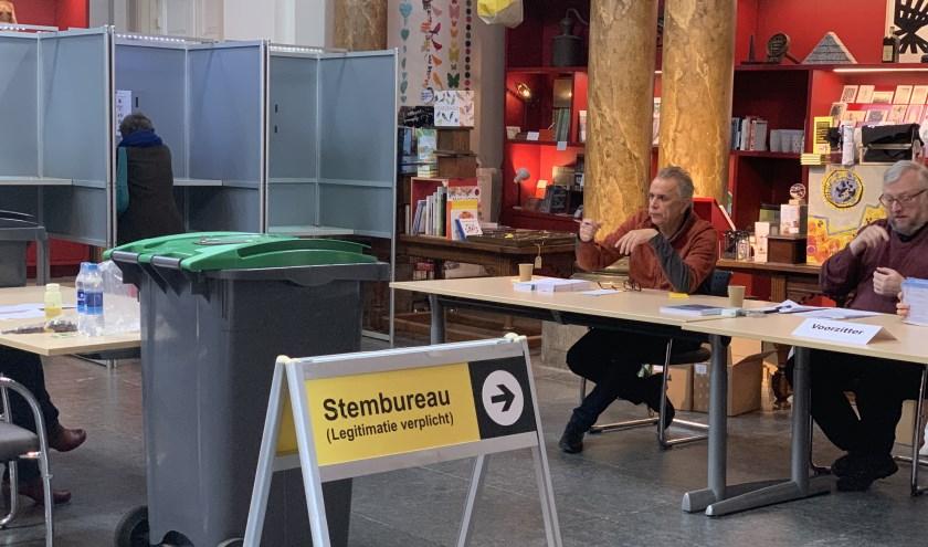 Stemmen en gratis kunst kijken bij het Stedelijk Museum Schiedam.