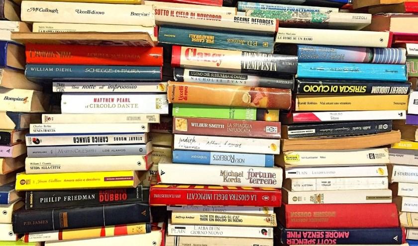 Boekverkoop bij de bieb