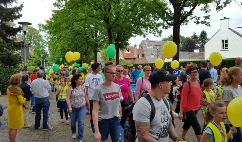 Deelnemers aan de WandelAvondVierdaagse in een eerdere editie.