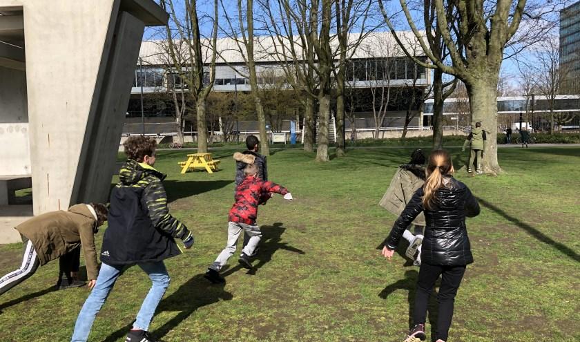In een kortlopend project leren ze elkaars leefwereld kennen en bedenken de kinderen hoe ze hun eigen buurt kunnen verbeteren.