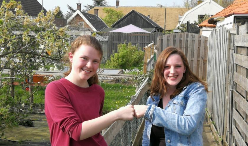 Jonge mantelzorger Anne (l) en haar ervaringsmaatje Larissa Slagboom. Foto ter illustratie.