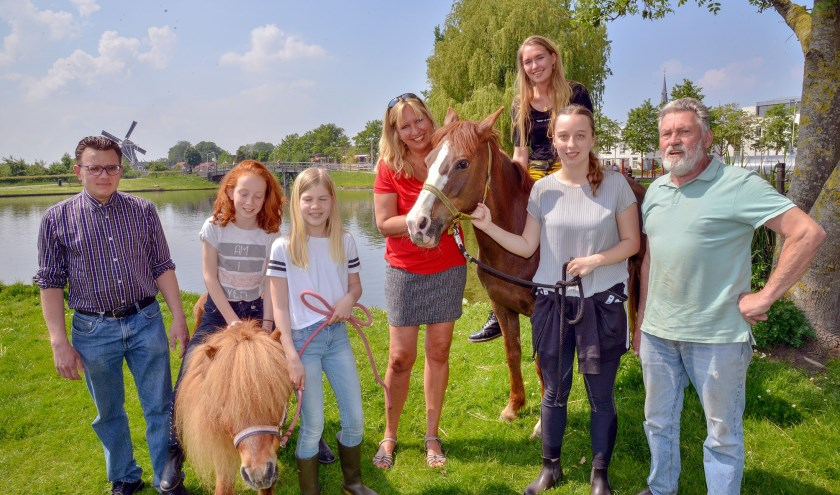 De Stichting Vrienden van de Kinderboerderij hield zaterdag open dag in en rond de het stadspark. (Foto: Paul van den Dungen)