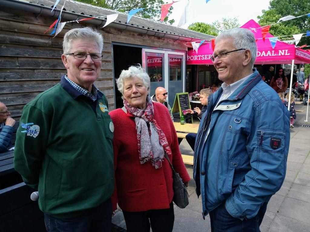 Molenaarsechtpaar Truus en Gert van Eden (rechts) met medewerker Kees van Buitenzorg. (Foto: Anne Slok)  © DPG Media