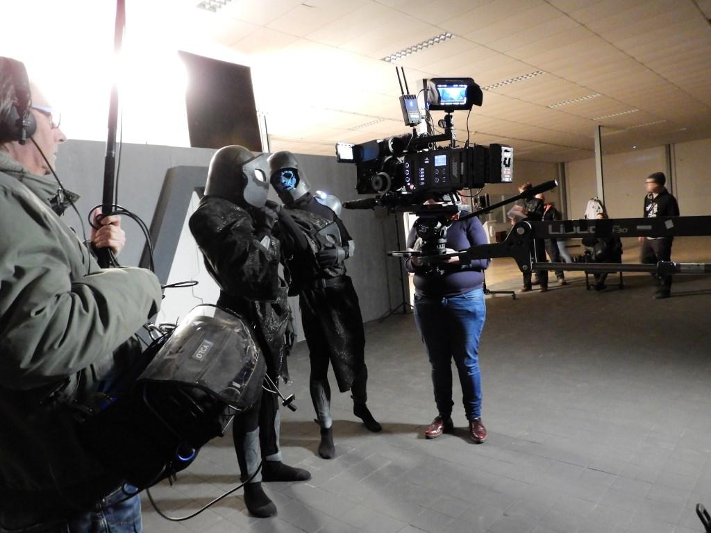 Twee acteurs op de set. Foto's: Marianne Schoonderbeek. Foto: Marianne Schoonderbeek.  © DPG Media