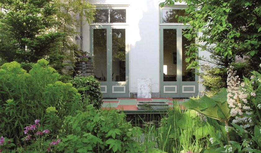 De tuin aan Oudegracht 17 in Utrecht.
