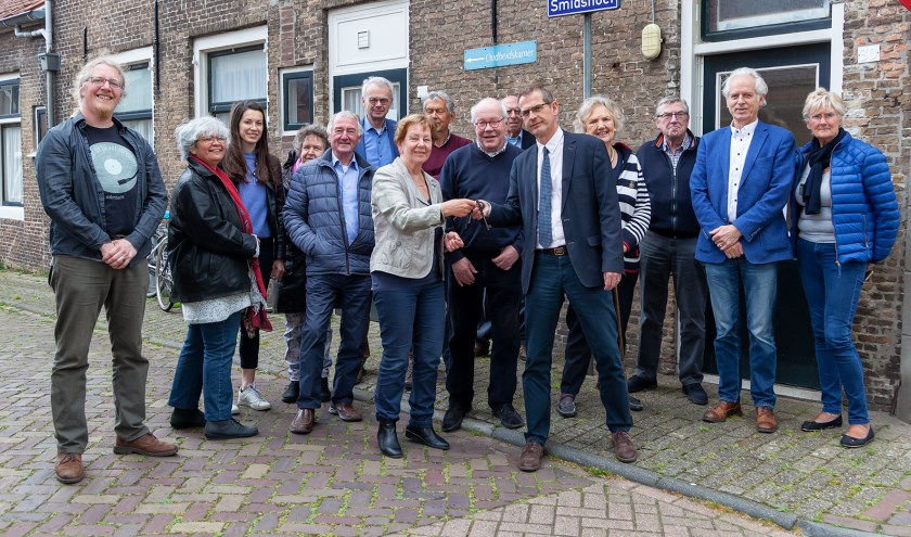 De gemeente heeft het pand Den Brommert officieel overgedragen aan het Historisch Genootschap (FOTO: Cees van Meerten FotoExpressie)
