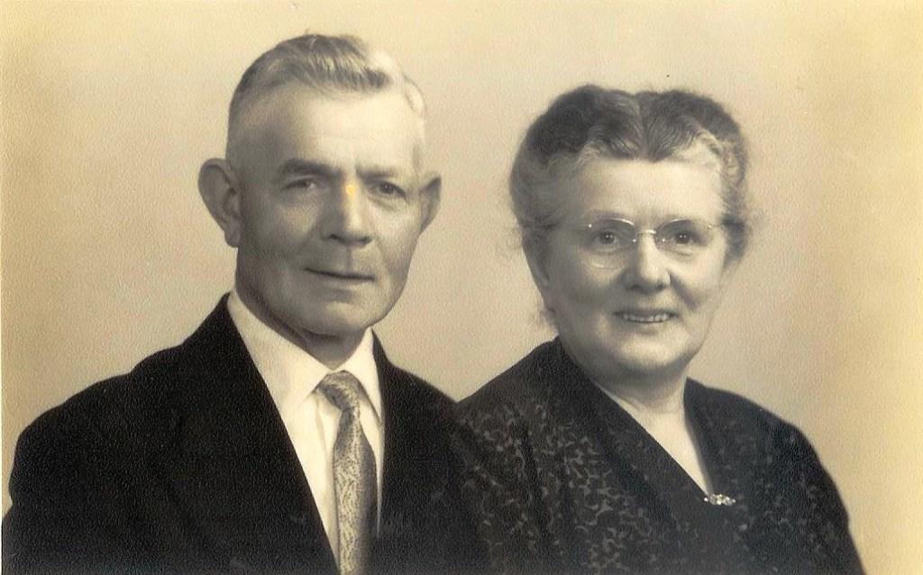 Hannes en tante Ditje Bok uit Poederoijen zorgden voor Frieda tijdens de oorlog. Frieda is in 1985 nog bij de uitvaart van Ditje geweest.  © DPG Media