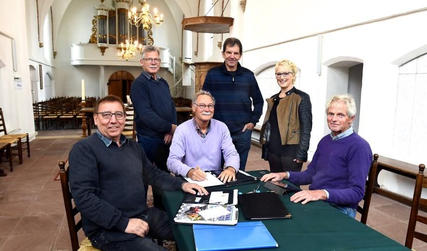 Vlnr: Harry Lubbers, Bert te Grotenhuis, René Leijzer, Henk Eelderink, Silvia Verheij en Raymond Hulbers. (foto: Roel Kleinpenning)