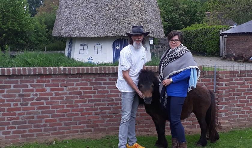 Albert en Everlien Janssen vieren op zondag 19 mei het 12,5 jarig bestaan van Kinderboerderij Feltsigt en hun 25-jarig huwelijk. (foto: PR)