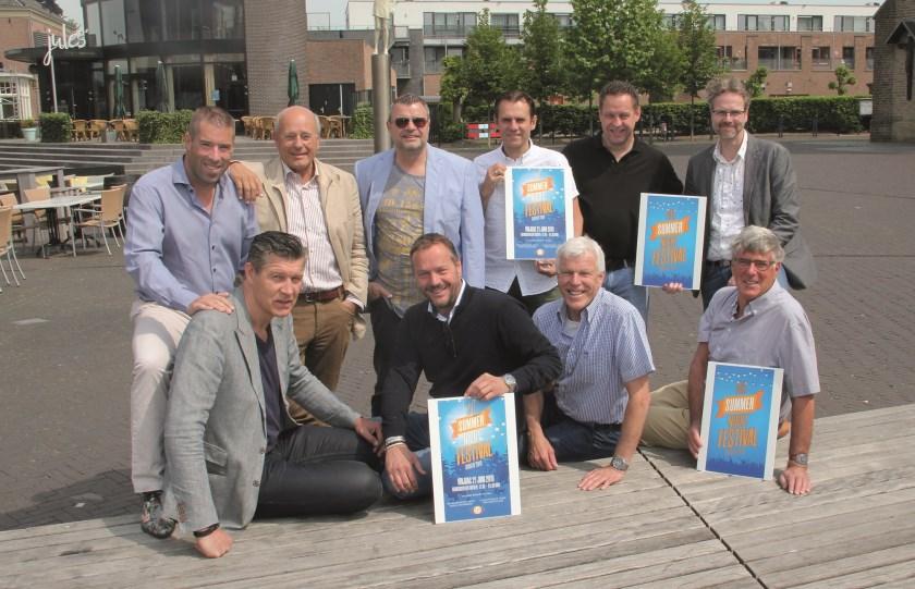 Tien van de 26 leden van Kiwanis Club de Liemers die zich inzetten voor de goede doel-activiteiten. Marc Rosendahl staat helemaal links.