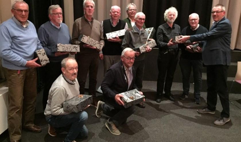 Staand v.l.n.r.; Jan Graafland, Koop Huisman, Gerard Beringen, Hans Bakker, Han Heijnen Bart Lotens, Gé de Gunst, Jean Coulier, wnd vz Peter van der Peet. Zittend v.l.n.r. Klaas Kuik en Jan de Ruiter.