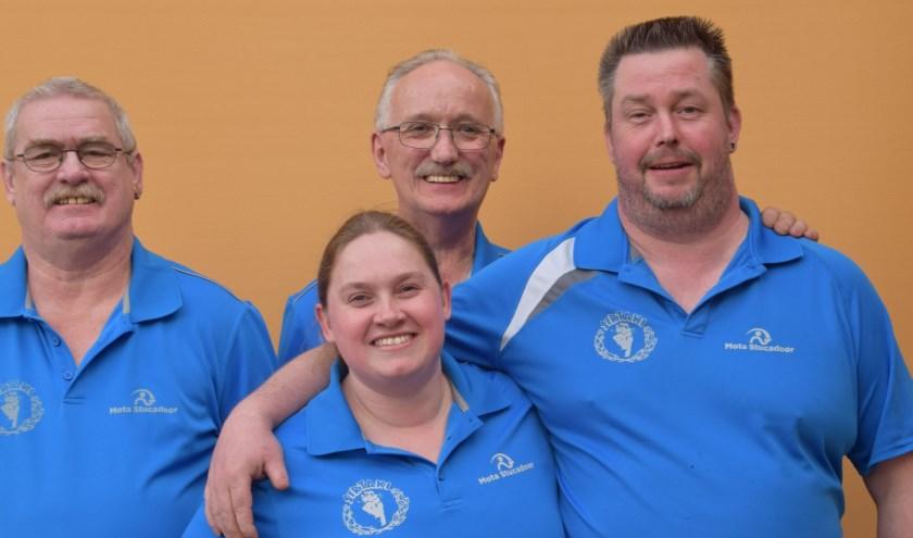 Van links naar rechts de tafeltennissers Jac Cox, Linda Cox, Peter Grijseels en Marc van den Boom.