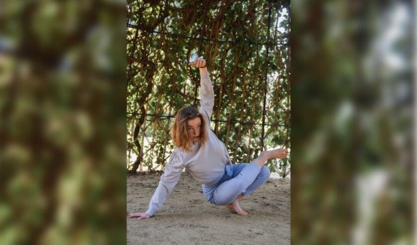Ilja Geelen, dansend in een park in Barcelona: 'Iedereen kan dansen'.