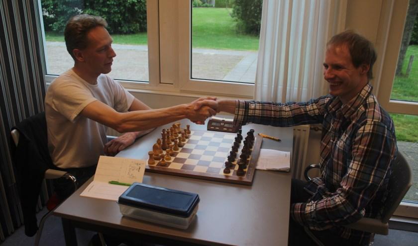 Bij het begin van de wedstrijd is nog niet bekend dat Mark van Essen als winnaar uit de bus zal komen.