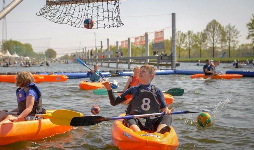 HWC De Helmvaarders houden elk jaar een kanopolotoernooi.