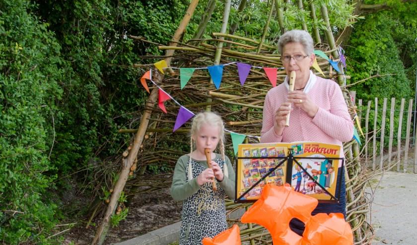 de 7 jarige Liz de Landmeter en Dora Willemse.