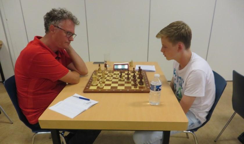 Henk Massink (links) en het 16-jarige talent Stein van Tol.
