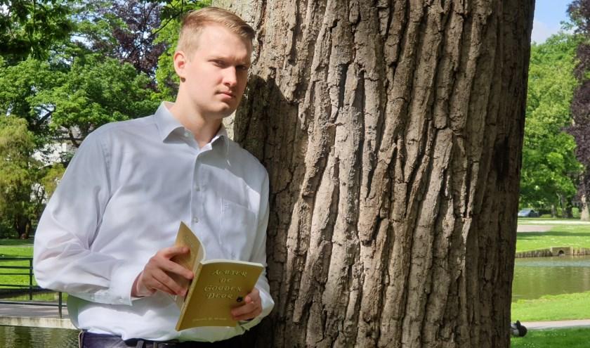 Johannes B. Vriend, 19 jaar, schrijver van het boek 'Achter de Gouden Deur'. (Foto: Liselotte Schippers)