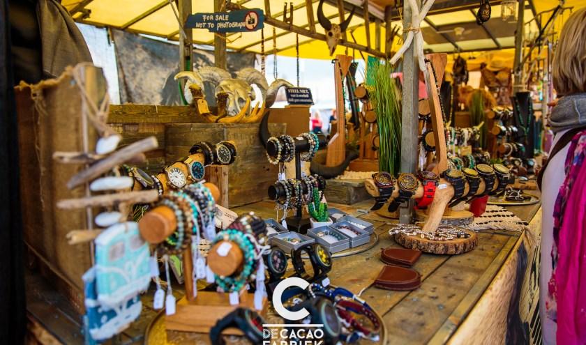 Lekker snuffelen op de Ibiza Markt. Foto: Denise van Duren - Fotografie en Design.