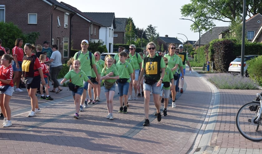 <p>Megchelse wandelaars in Varsselder in 2019.</p>
