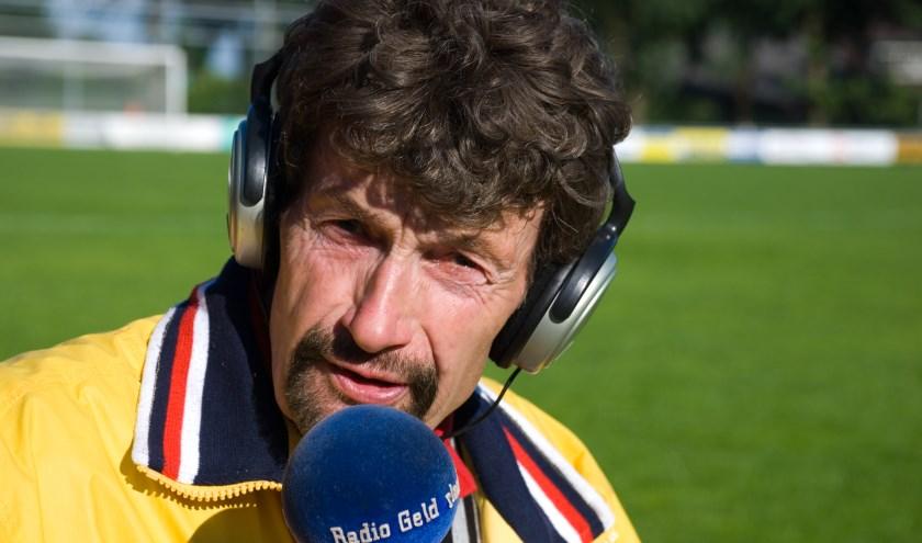 Ook tijdens de nacompetitie houdt onze sportverslaggever Arend Vinke de voetbalstanden bij. Foto: Dennis Dekker, www.mediamagneet.nl