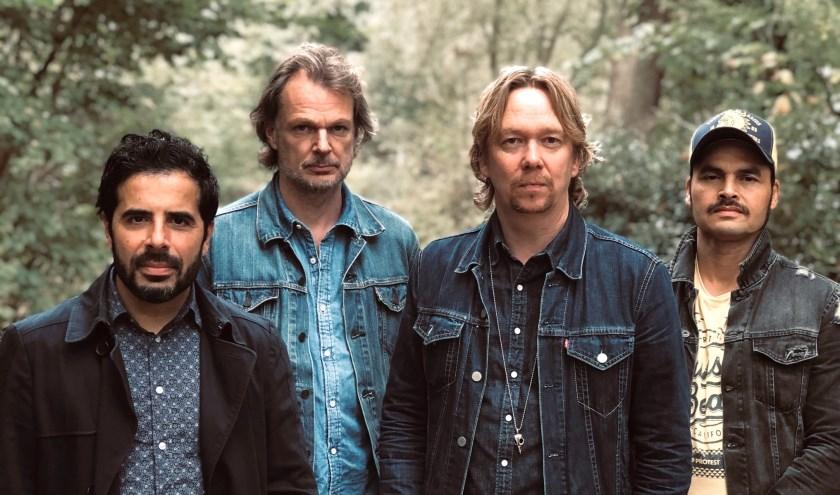 De band Van Dik Hout is een van de grote publiekstrekkers tijdens HobNob in het Schelfhorstpark in Almelo.