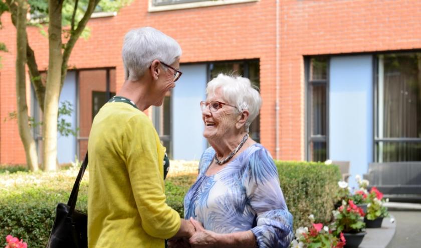 Onderling fysiek contact wordt op dit moment tot een minimum beperkt. Voor sommigen betekent dat nog meer eenzaamheid.