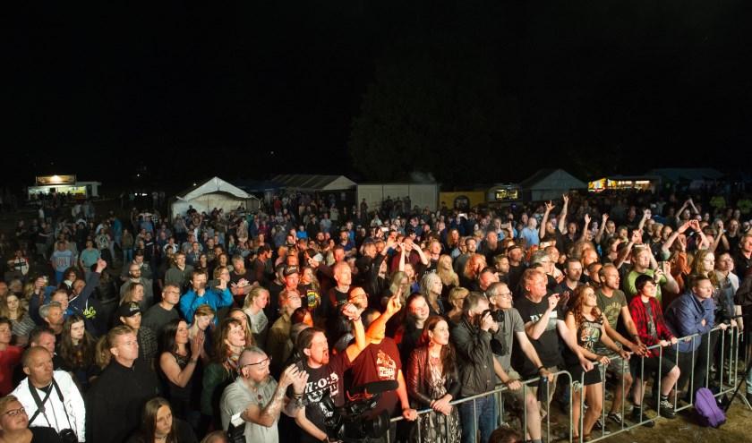 Net als vorig jaar zijn er talloze bekende bands die het publiek tot grote hoogtes opzwepen (foto: Jozef Scuric)