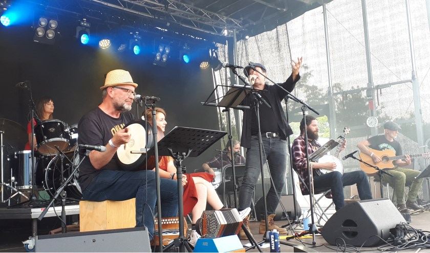 Als hedendaagse Kelten traden The Coincidences op tijdens het tweedaagse Keltfest in Vijfhuizen. Recent kwam hun eerste CD uit.