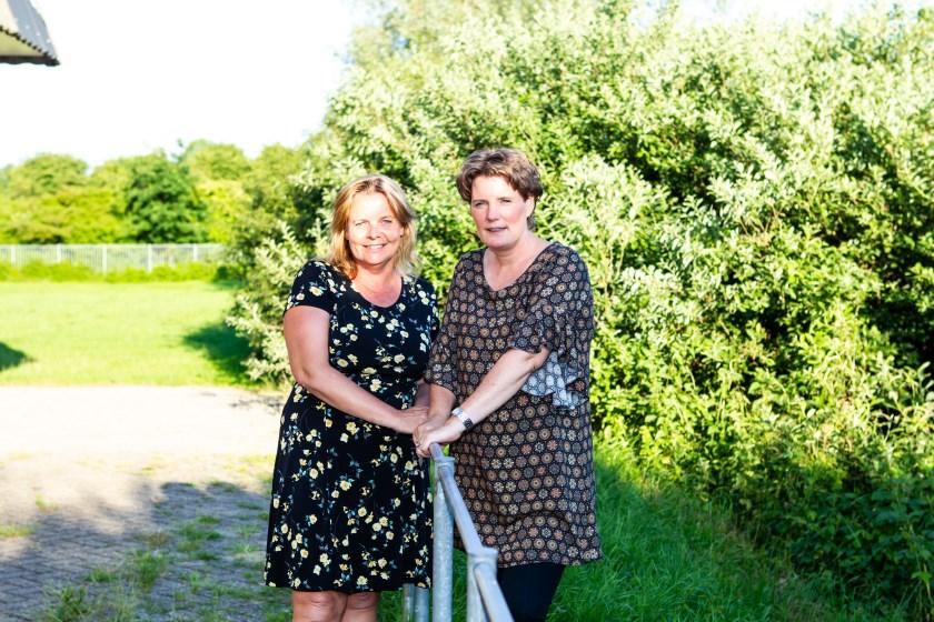 Truus Otter en Sandra Rietbergen (rechts) van de Vierdaagse-commissie.